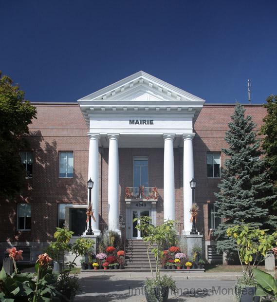 H tel de ville de montr al nord montr al for Hotel piscine montreal