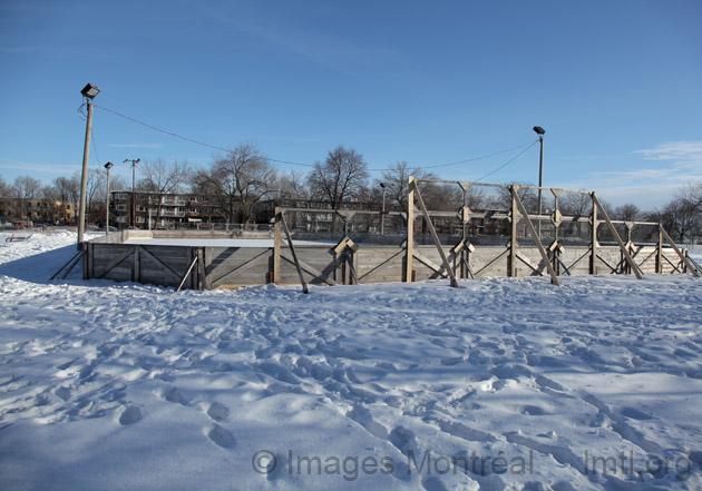 Patinoire ext rieure du parc p lican montr al for Patinoire exterieur montreal